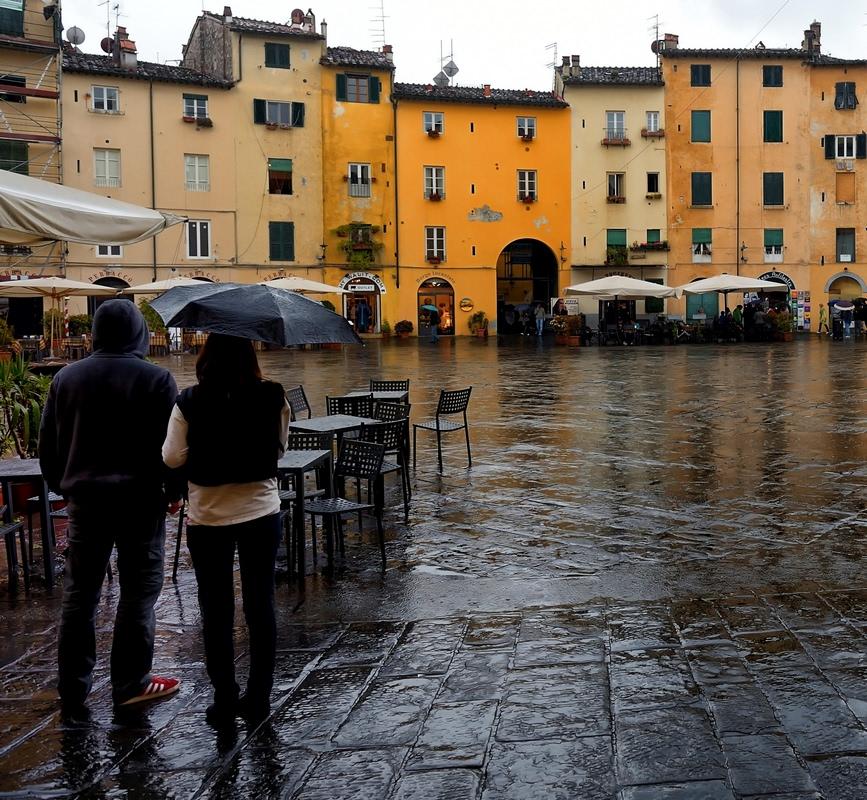 Sotto la pioggia dizy foto for Sotto la pioggia ombrelli