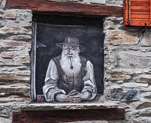 Il saggio montanaro alla finestra - Dizy Foto