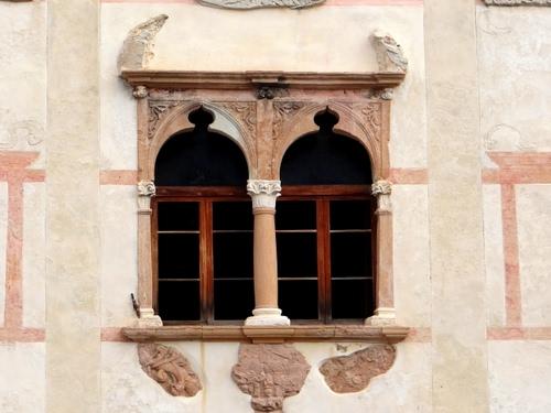Le finestre dell 39 alchimista dizy foto - Finestra a due archi ...